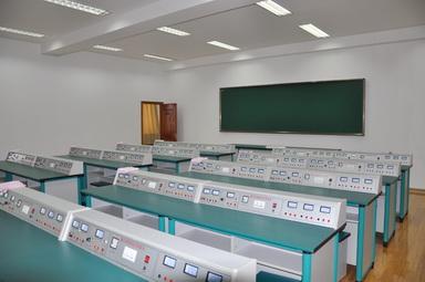 物理实验室.jpg